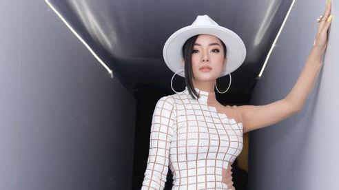 Trương Ngọc Ánh hội ngộ em gái kết nghĩa Thùy Victory tại Tuần lễ Thời trang Quốc tế Việt Nam 2020
