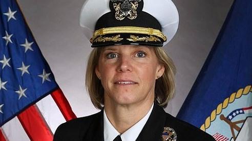 Chân dung người phụ nữ đầu tiên giữ vị trí chỉ huy tàu sân bay hạt nhân của Mỹ