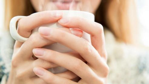 Công dụng tuyệt vời của việc uống nước ấm với cơ thể