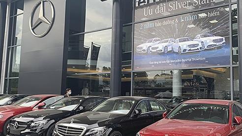 Khách tranh thủ 'chạy phí trước bạ', ôtô vẫn giảm giá cả trăm triệu đồng