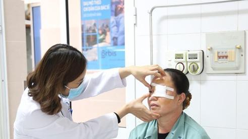 Mổ mắt cho người phụ nữ ở Phú Thọ, bác sĩ tìm thấy dị vật ít ai ngờ tới