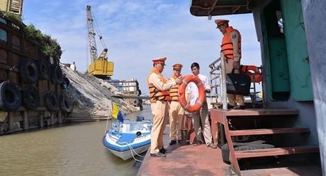 Xử lý 3.444 trường hợp vi phạm đường thuỷ trên sông Hồng, sông Đuống
