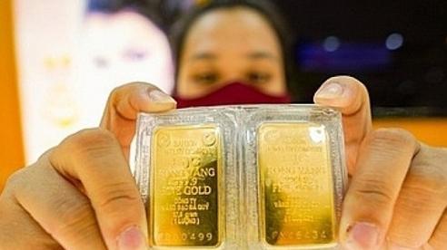 Giá vàng trong nước dao động theo đà thế giới