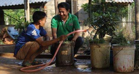 Hỗ trợ xử lý nước sạch cho vùng bị lũ lụt