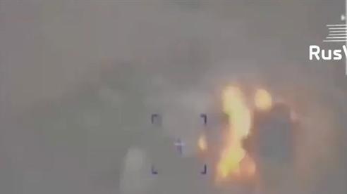 Tên lửa chính xác Nga khiến căn cứ phiến quân nổ tung