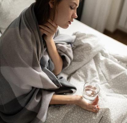 Viêm họng và những lưu ý khi sử dụng thuốc kháng viêm không steroid