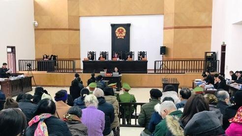 Hình ảnh hiếm thấy tại phiên tòa xét xử 'trùm' đa cấp Liên Kết Việt