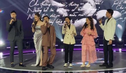 Bảo Thanh đi dép lê ôm bụng bầu hát nhạc phim 'Về nhà đi con'