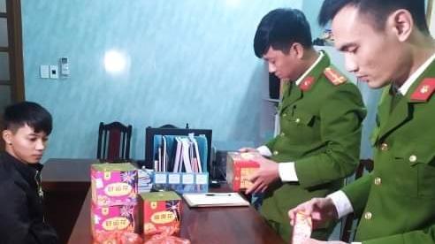 Thái Bình: Bắt quả tang đối tượng mua bán trái phép gần 10kg pháo nổ