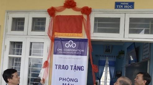 CMC trao tặng 110 bộ máy tính cho học sinh vùng lũ