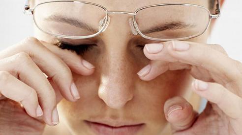 Mẹo chống khô, mỏi mắt cho dân văn phòng
