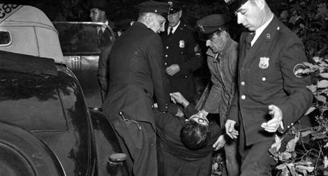 Mỹ: Kẻ giết người bí ẩn và vòng tròn đỏ bằng son môi trên người nạn nhân