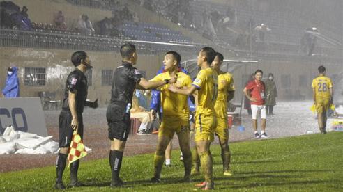 Thể thao nổi bật 22/10: 'Dư luận quá khắt khe với trọng tài'; Trọng tài Thái Lan chửi rủa đe dọa cầu thủ và CĐV