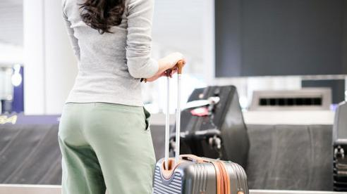 6 cách hay giúp chị em lấy hành lý sớm nhất có thể sau mỗi chuyến bay, khỏi chờ đợi trong ngao ngán mệt mỏi
