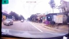Chạy lấn làn, xe ôtô con lao thẳng vào đầu xe