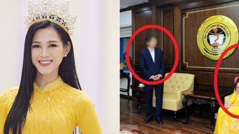 Hoa hậu Đỗ Hà bị chê trách vì ngồi khi thầy giáo đứng báo cáo: Trường KTQD nói gì?
