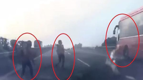Phẫn nộ xe khách bình thản bỏ chạy khi người bắt xe lao sang đường bị đâm văng