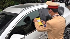 CSGT dán thông báo phạt nguội trên kính xe vi phạm như thế nào?