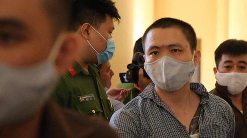 Sau khi bắn chết 5 người, Tuấn 'khỉ' không mảnh vải che thân, cầm súng đến gặp em họ