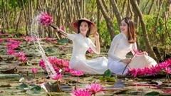 Phụ nữ Việt duyên dáng trong tà áo dài