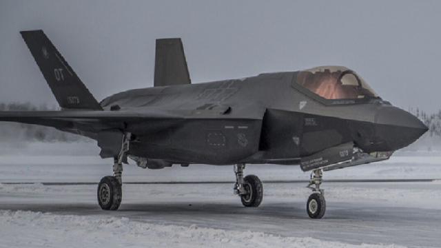 F-35 chỉ thị mục tiêu cho tên lửa Mỹ 'tấn công tan xác' S-400 Nga trong tập trận
