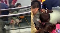 Xót xa cảnh giải cứu em bé bị kẹt tay vào thang cuốn ở trung tâm thương mại