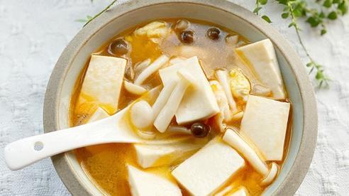 Để mùa đông không tăng cân phi mã mà vẫn được ăn ngon lại ấm lòng thì món canh thập cẩm này là không thể bỏ qua!