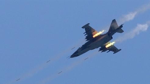 Vũ khí dẫn đường Nga dội vào sào huyệt phiến quân