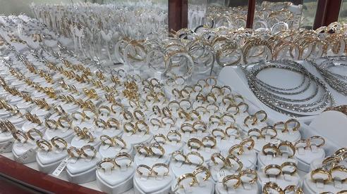 Giá vàng hôm nay 5-1: Vàng SJC nhảy vọt lên 57 triệu đồng/lượng