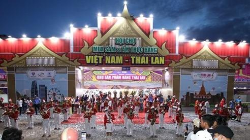 Hàng trăm sản phẩm tại Hội chợ mua sắm Tết hàng Việt Nam-Thái Lan