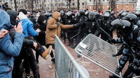 Vụ Nga bắt giữ ông Navalny: EU thận trọng trong việc trừng phạt, Czech đòi Moscow giải thích, Italy tuyên bố sẵn sàng mạnh tay