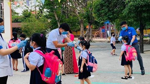Bình Dương: Xuất hiện hai ca nhiễm Covid-19, phong tỏa một trường học và cho toàn bộ học sinh, sinh viên nghỉ học