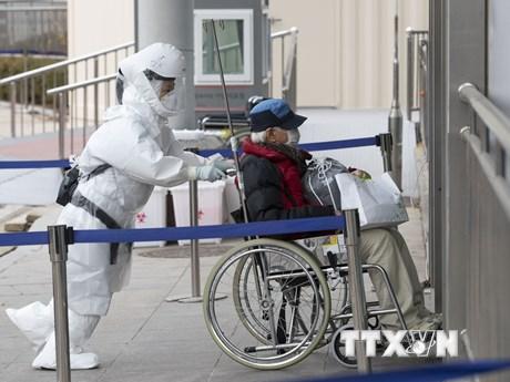 Hàn Quốc cân nhắc nới lỏng hạn chế, hỗ trợ người dân gặp khó khăn
