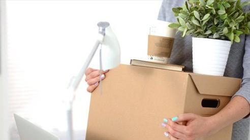Nhân viên 'đánh cắp' giờ làm để bán hàng online có bị sa thải không?