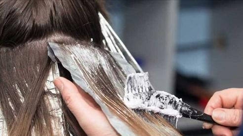 Nếu không muốn sưng nề, chảy dịch da đầu sau nhuộm tóc, chị em nhớ những điều này