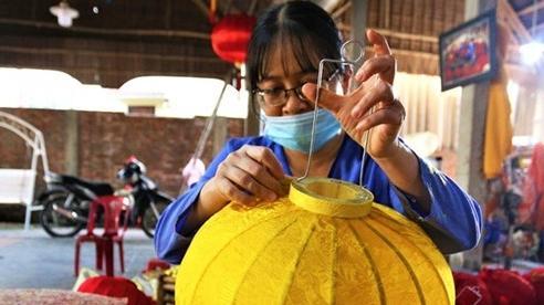 Quảng Nam: Nghề làm lồng đèn 400 tuổi ở phố Hội rộn ràng ngày Tết