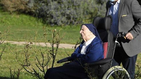 Nữ tu sĩ 117 tuổi 'đánh bại' COVID-19