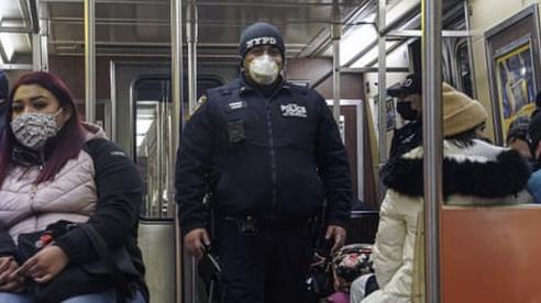 Mỹ thắt chặt an ninh sau vụ tấn công bằng dao ở New York