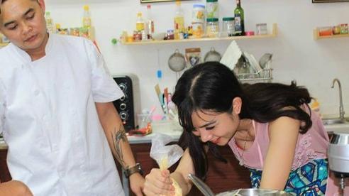 Đầu bếp trẻ sẵn sàng 'bán mình' để đổi thực phẩm làm từ thiện