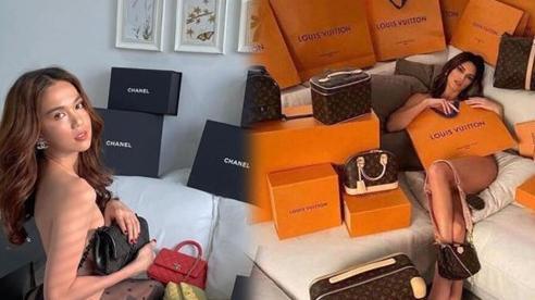Ngọc Trinh 'bán khỏa thân' với dàn túi hiệu nhưng không hề lép vế dù đụng ý tưởng Kendall Jenner