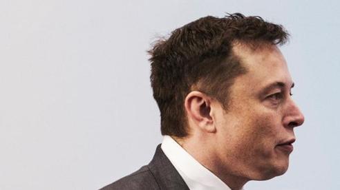 Cổ phiếu Tesla tuột dốc, Elon Musk mất ngôi người giàu nhất thế giới