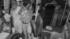 CLIP: Giành khách, nhà xe xách dao đánh người như giang hồ