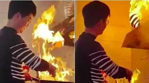 Video: Con rể trổ tài nấu nướng không ngờ lại gây họa, bố mẹ vợ chỉ biết 'câm nín'