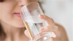 Những kiểu uống nước tai hại cần bỏ ngay nếu chưa muốn tự hại sức khỏe của mình