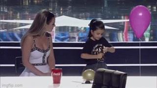 Video: Màn ảo thuật của cô bé 7 tuổi khiến ai xem cũng phải thốt lên 'quá dễ thương'