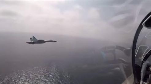 Video máy bay ném bom Trung Quốc diễn tập tấn công trên biển