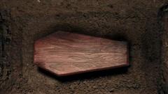 Bí ẩn người chết 'đội mồ sống dậy' tại tang lễ, mỉm cười với em gái rồi sống được thêm 40 năm nữa khiến MXH hãi hùng, chuyện gì đã xảy ra?