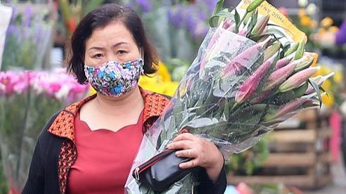 Hà Nội: Sau thời gian dài ế ẩm, hoa tươi bất ngờ hút khách Rằm tháng Giêng