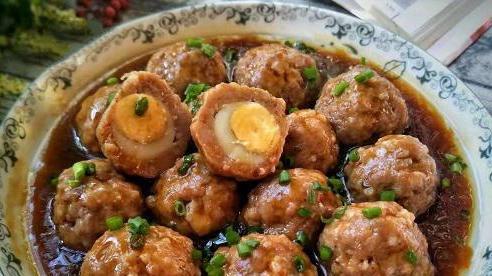Bữa tối làm món thịt viên bọc trứng cút, ăn cùng cơm nóng thì hết ý