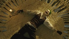 'Soi' Joker của Justice League: Đổi giọng, che hình xăm để 'lột xác' từ trong ra ngoài
